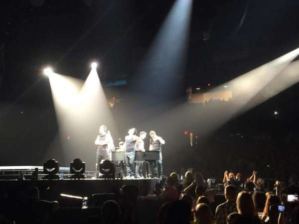 Allstate Arena, secção: 110, fila: AA, lugar: 11