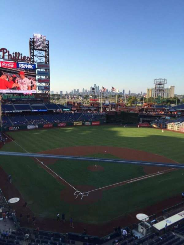 Citizens Bank Park, secção: 320, fila: 1, lugar: 1