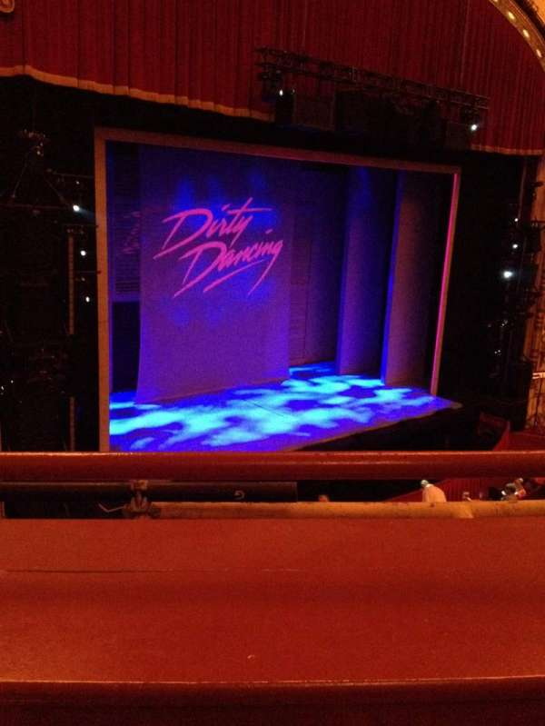 Cadillac Palace Theater, secção: Loge L, fila: A, lugar: 13