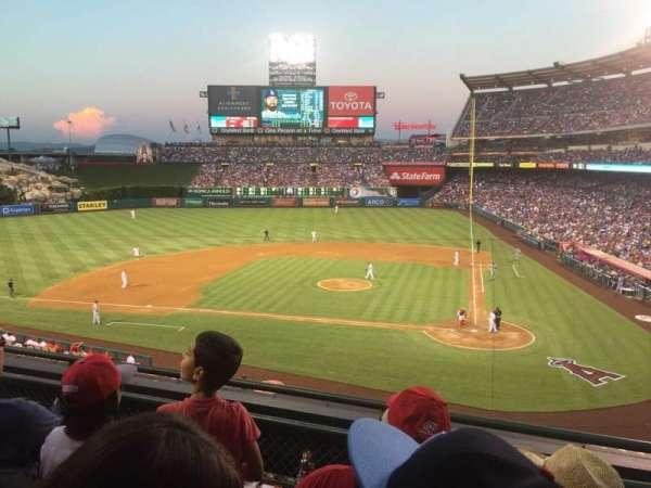Angel Stadium, secção: 321, fila: C, lugar: 8