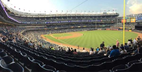 Yankee Stadium, secção: 209, fila: 12, lugar: 10