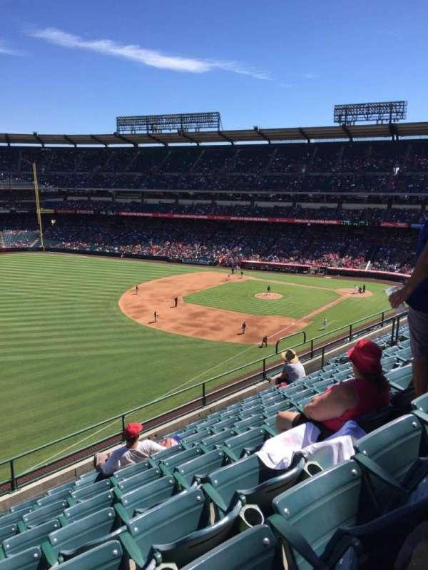 Angel Stadium, secção: 407, fila: H, lugar: 8