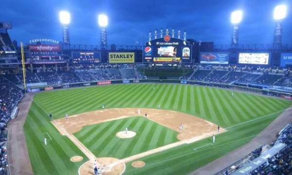 Guaranteed Rate Field, secção: 529, fila: 2, lugar: 8