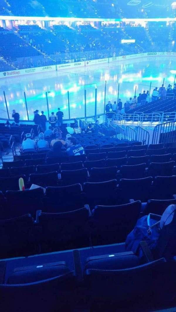 Amalie Arena, secção: 104, fila: X, lugar: 27