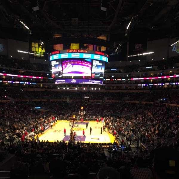 Staples Center, secção: 216, fila: 9, lugar: 15