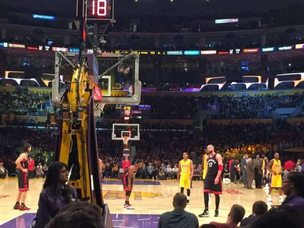 Staples Center, secção: 106, fila: F, lugar: 11