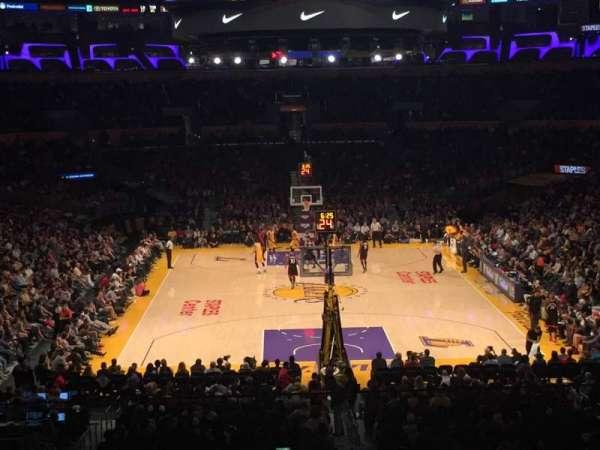 Staples Center, secção: 208, fila: 8, lugar: 1