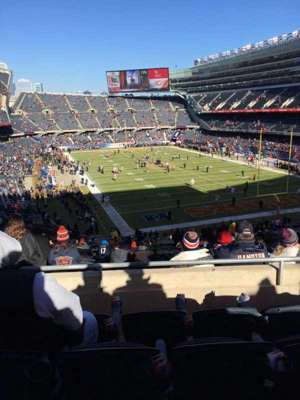 Soldier Field, secção: 325, fila: 4, lugar: 9