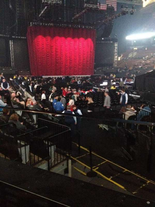 Scotiabank Arena, secção: 105A, fila: 8, lugar: 1