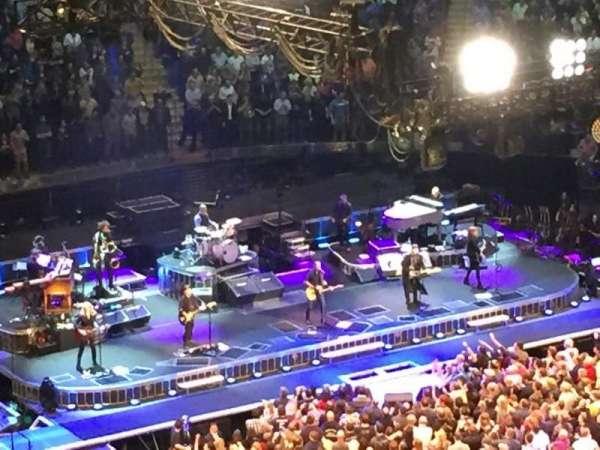 Madison Square Garden, secção: 328, fila: 1, lugar: 8-9