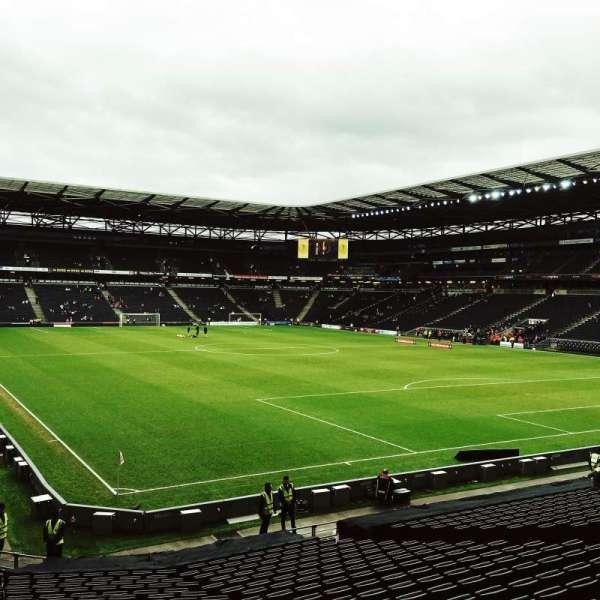 Stadium MK, secção: Aisle 35, fila: Z, lugar: 996