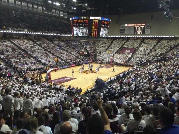 Reed Arena, secção: 109, fila: R, lugar: 13