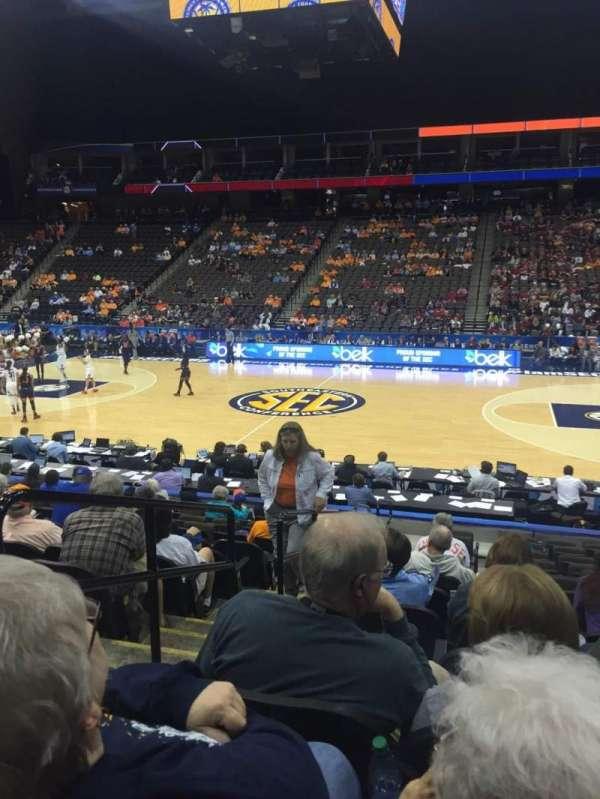 VyStar Veterans Memorial Arena, secção: 102, fila: M, lugar: 17