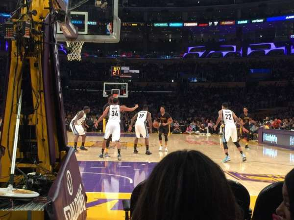 Staples Center, secção: 106, fila: B, lugar: 1-2