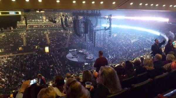 Madison Square Garden, secção: 212, fila: 14, lugar: 8