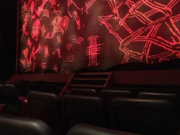 Minskoff Theatre, secção: Orchestra R, fila: D, lugar: 6