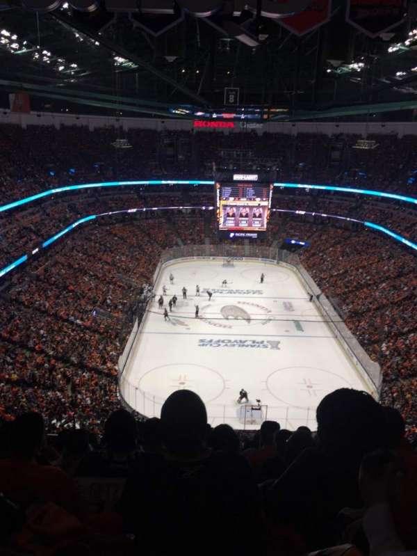 Honda Center, secção: 401, fila: T, lugar: 8