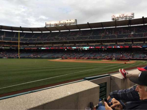 Angel Stadium, secção: F106, fila: B, lugar: 13