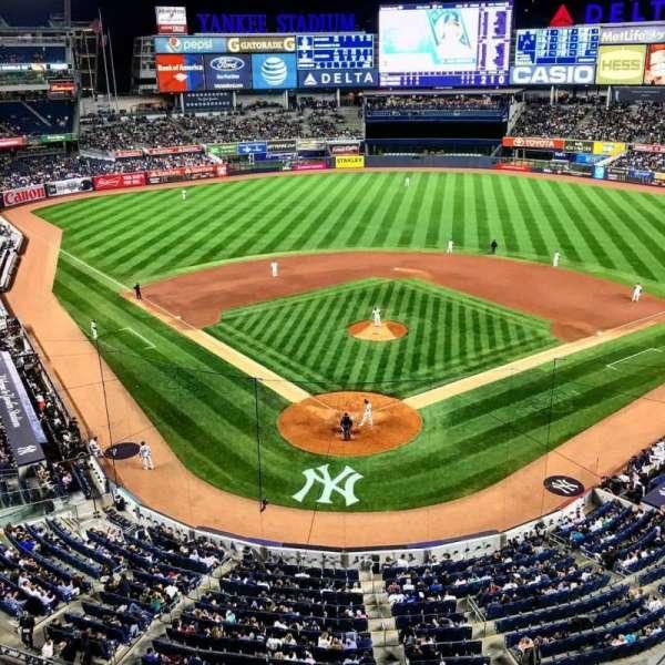 Yankee Stadium, secção: 320A, fila: 1, lugar: 15
