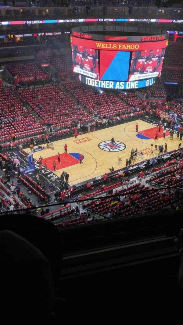 Staples Center, secção: 304, fila: 7, lugar: 19-20