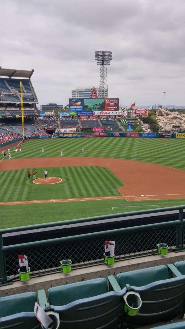 Angel Stadium, secção: C333, fila: C, lugar: 2