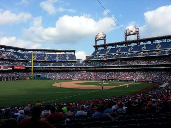 Citizens Bank Park, secção: 137, fila: 32, lugar: 14