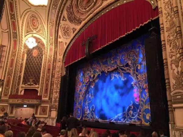 Cadillac Palace Theater, secção: Orchestra R, fila: M, lugar: 38