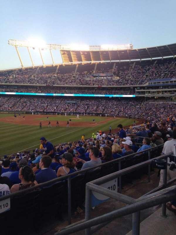 Kauffman Stadium, secção: 209, fila: Bb, lugar: 12