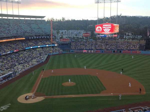Dodger Stadium, secção: 10RS, fila: J, lugar: 8