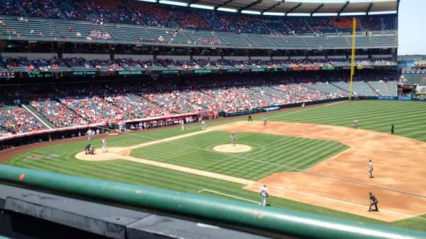 Angel Stadium, secção: C337, fila: A, lugar: 10