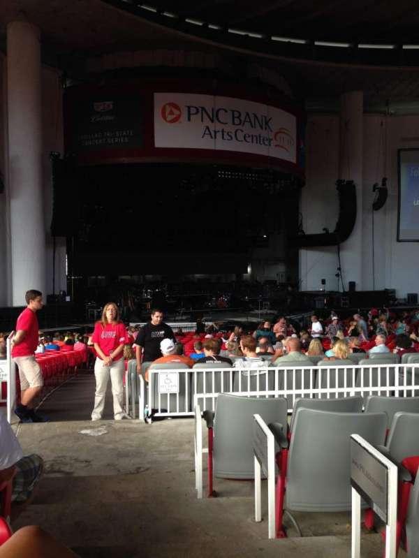 PNC Bank Arts Center, secção: 204, fila: F, lugar: 1