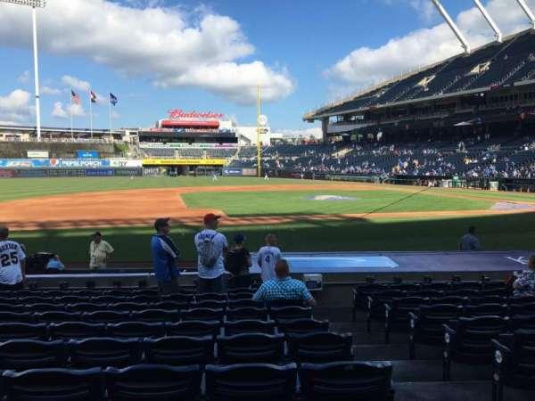 Kauffman Stadium, secção: 119, fila: K, lugar: 9