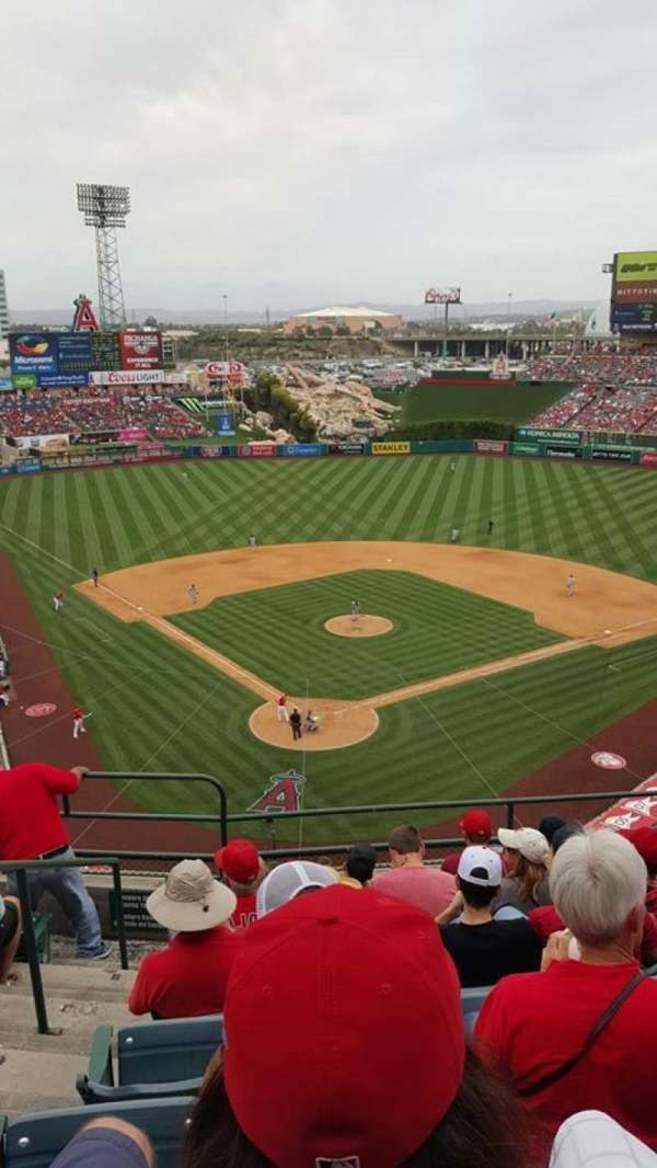 Angel Stadium, secção: V420, fila: G, lugar: 2