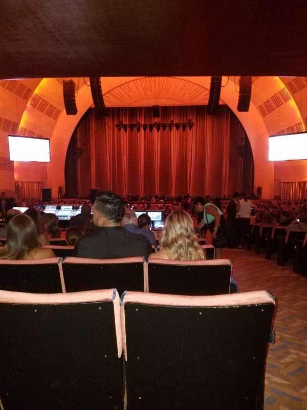 Radio City Music Hall, secção: Orchestra 4, fila: T, lugar: 401