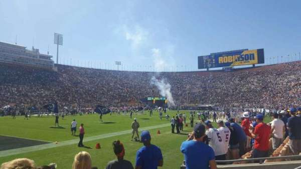Los Angeles Memorial Coliseum, secção: 125A, fila: 4, lugar: 6