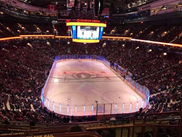 Rogers Arena, secção: 301, fila: 7, lugar: 101