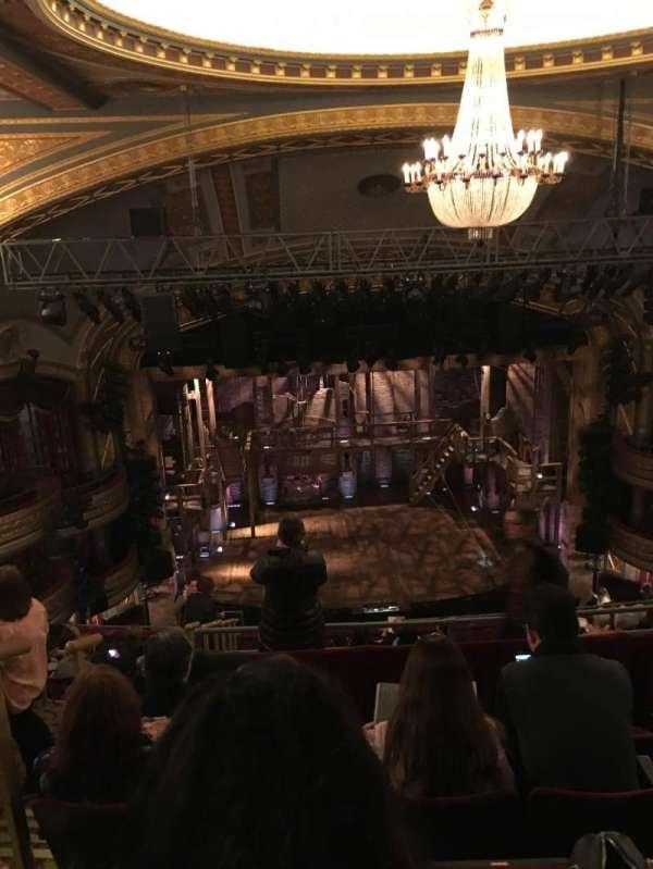 Richard Rodgers Theatre, secção: Rear Mezzanine r, fila: E, lugar: 22