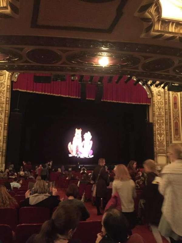Cadillac Palace Theater, secção: Orchestra L, fila: V, lugar: 3