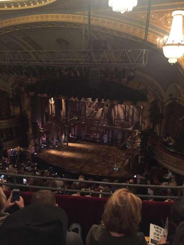 Richard Rodgers Theatre, secção: Rear Mezzanine R, fila: J, lugar: 24