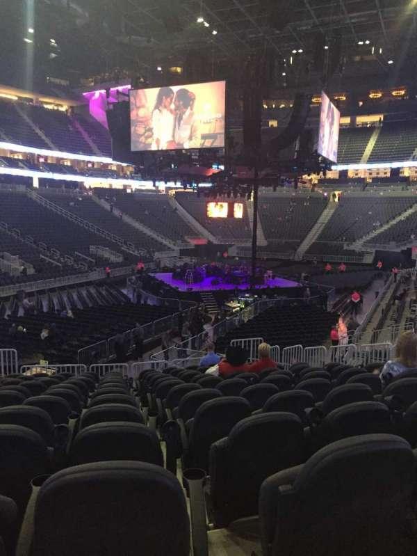 T-Mobile Arena, secção: 2, fila: j