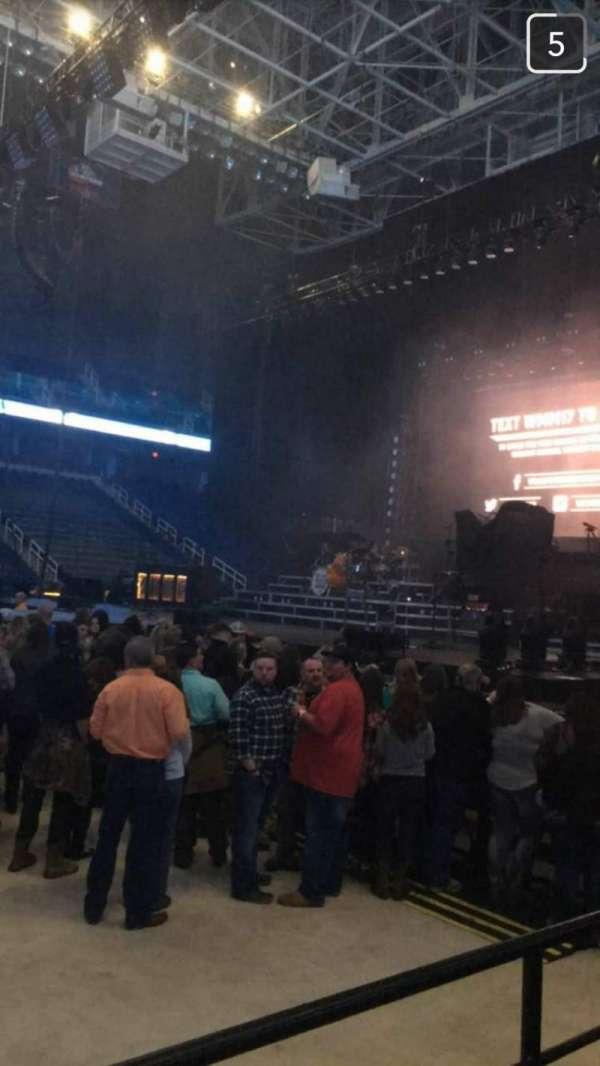 Greensboro Coliseum, secção: 125, fila: D, lugar: 12