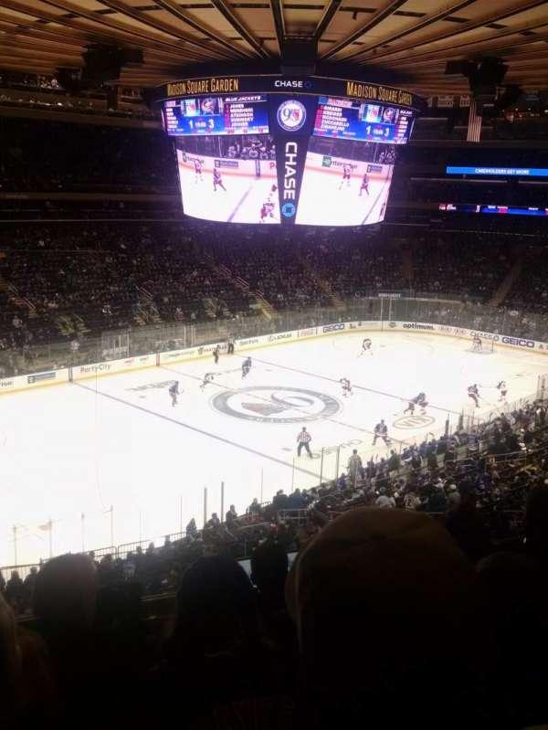 Madison Square Garden, secção: 208, fila: 5, lugar: 5