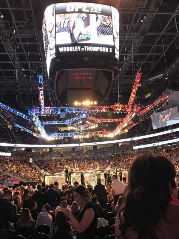 T-Mobile Arena, secção: 20, fila: 5, lugar: 13