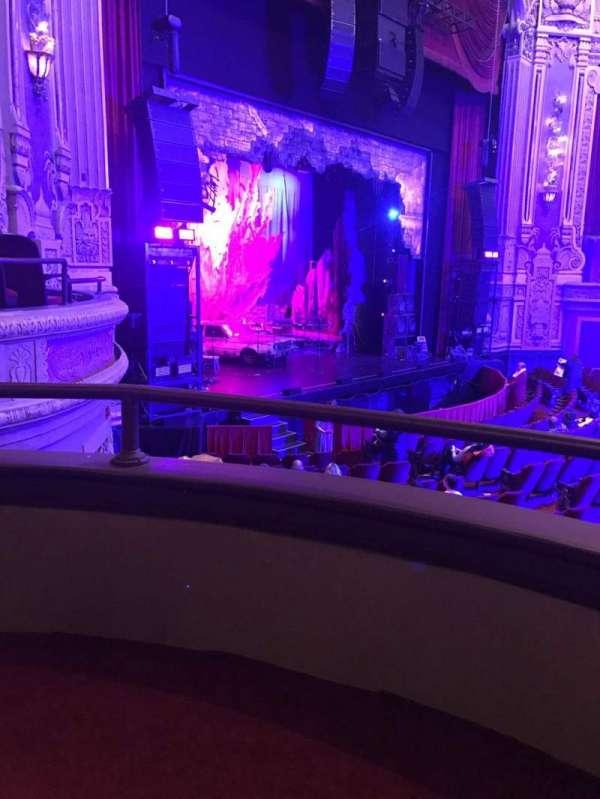 Cadillac Palace Theater, secção: Dress Circle L, fila: AA, lugar: 5