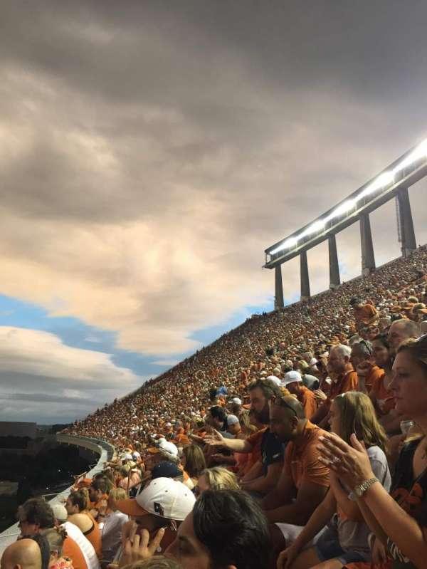 Texas Memorial Stadium, secção: 107, fila: 2, lugar: 6