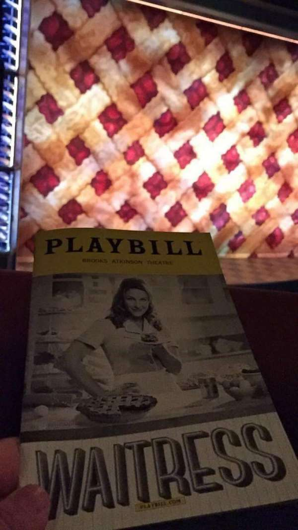 Brooks Atkinson Theatre, secção: Front Mezzanine L, fila: A, lugar: 13
