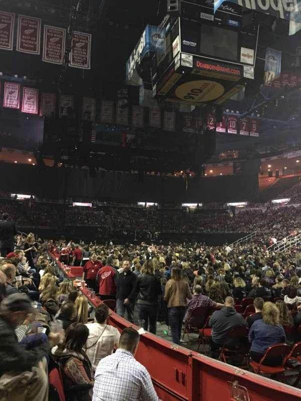 Joe Louis Arena, secção: 104, fila: 3, lugar: 3