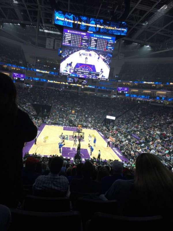 Golden 1 Center, secção: 114, fila: W, lugar: 6