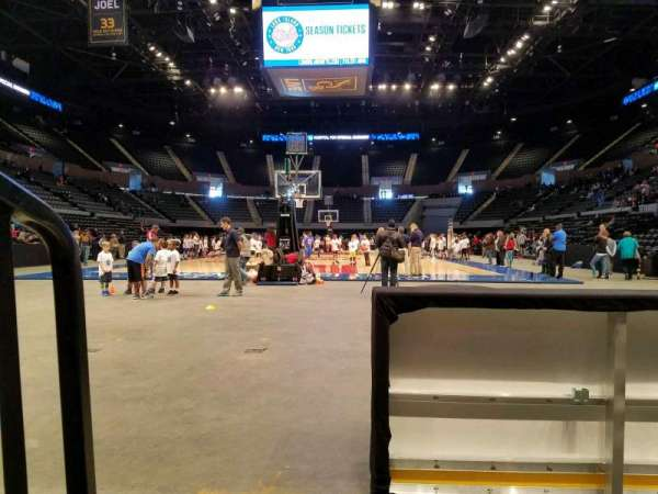Nassau Veterans Memorial Coliseum, secção: 10, fila: 1, lugar: 2