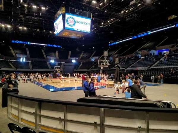 Nassau Veterans Memorial Coliseum, secção: 12, fila: 3, lugar: 8